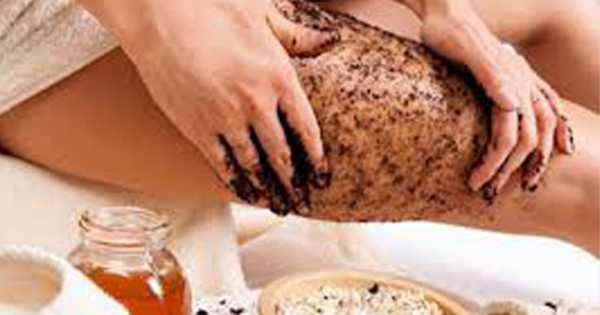 bandagem com pó de café para acabar com a celulite